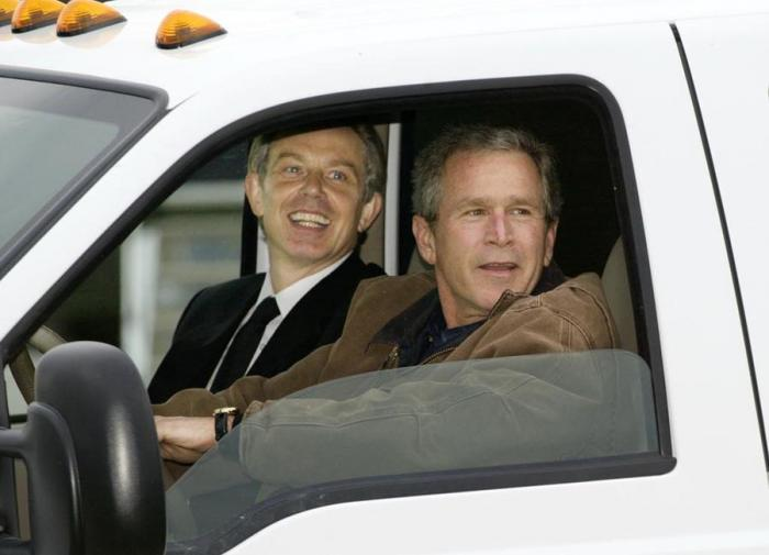 Тони Блэр и Джордж Буш-младший договорились о вторжении в Ирак за год до его начала