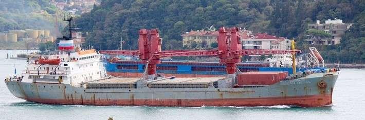 турецкий сухогруз Alican Deval под флагом вспомогательного судна ВМФ России и названием «Двиница-50»