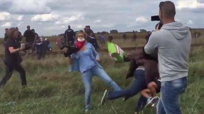 Толкнувшая мигранта венгерская журналистка намерена переехать в Россию