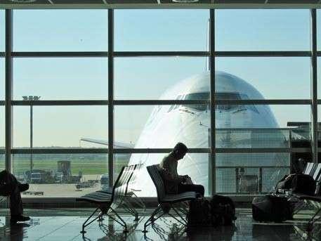 В теле кусавшегося пассажира самолёта из Лиссабона нашли загадочные контейнеры