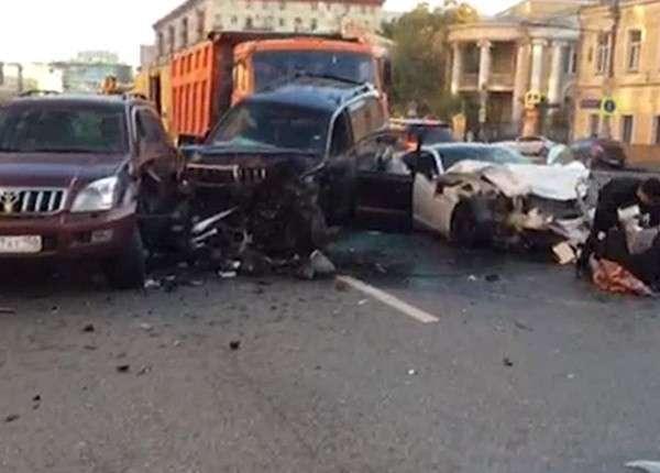 «Ягуар» протаранил четыре автомобиля на Садовом кольце