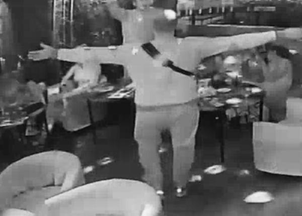 Пьяный наркополицейский устроил дебош в стрип-баре из-за утерянного пистолета