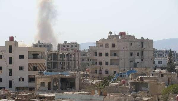 Дым от взрыва пригороде Дамаска Дарайе. Октябрь 2015 год