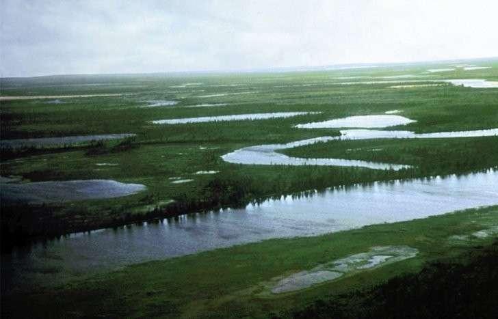 Кратер Попигай - метеоритный кратер на границе Якутии и Красноярского края, в бассейне реки Попигай, являющийся крупнейшим месторождением импактных алмазов