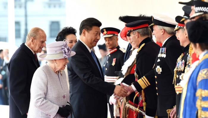 Си Цзиньпина принимают в Великобритании как императора