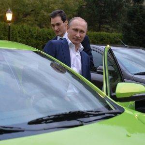 Владимир Путин приехал на заседание клуба «Валдай» на новой Ладе-Весте