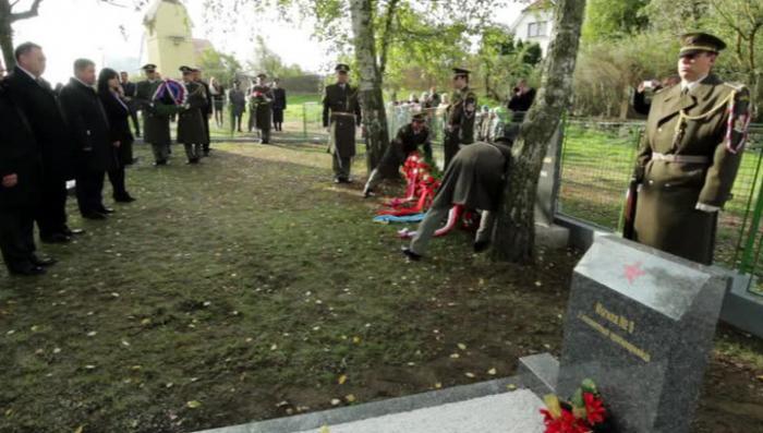 Жители чешского города восстановили памятник советским солдатам