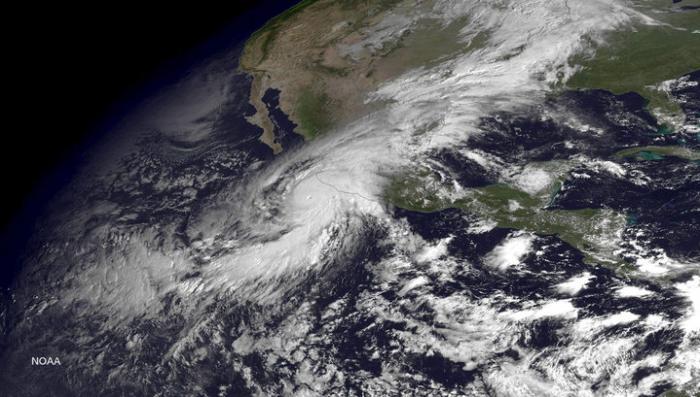 Мексика готовится к приходу сильнейшего урагана в истории