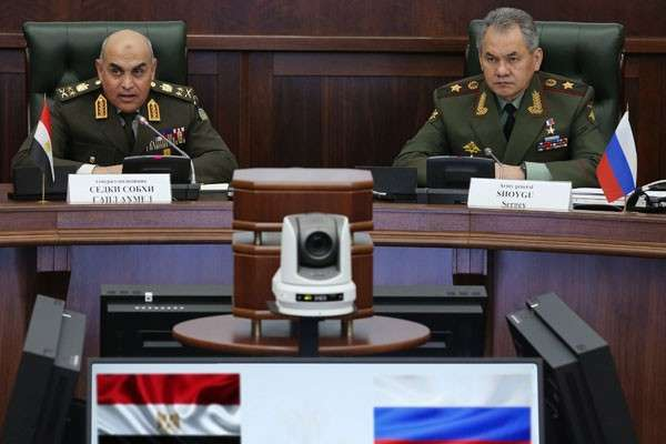 Сергей Шойгу провёл переговоры с министром обороны и военной промышленности Египта