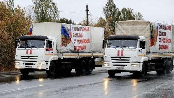 Автомобили конвоя МЧС РФ с гуманитарной помощью для жителей Донецкой и Луганской областей у города Харцызска в Донецкой области. Архивное фото