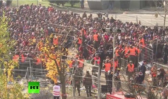 Тысячи беженцев ожидают на границе Словении и Австрии — прямая трансляция