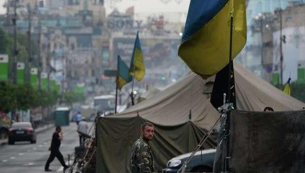 Часть палаточного городка, оставшаяся после акций сторонников Евроинтеграции на площади Независимости в Киеве.