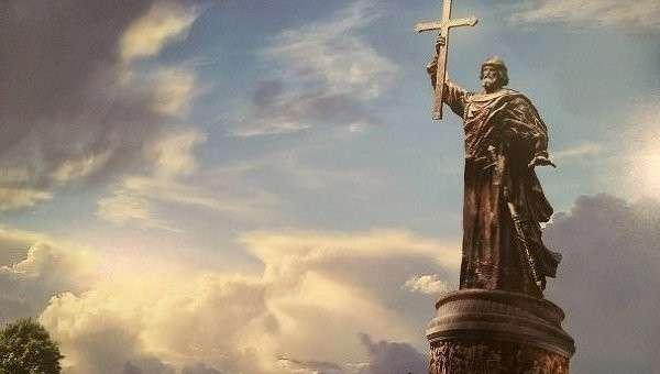 Двухметровый закладной камень памятника князю Владимиру привезли из Крыма