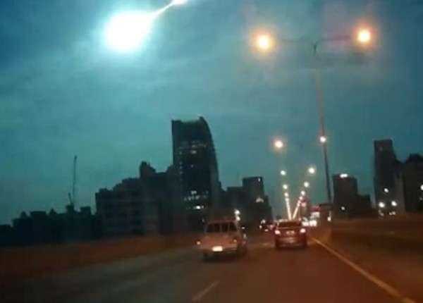Небо над Таиландом очень ярко осветил горящий неопознанный объект
