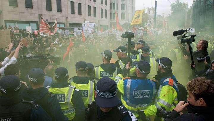 Студенты и полицейские устроили драку в центре Лондона