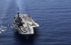 Франция направляет авианосец «Шарль де Голль» для участия в операции против ISIS
