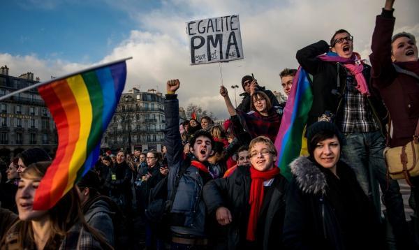 Франция деградирует: геи, карикатуры и распад морали