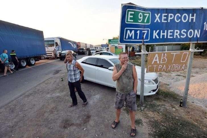 Итоги «блокады Крыма»: украинцы обнищали, бандиты озолотились