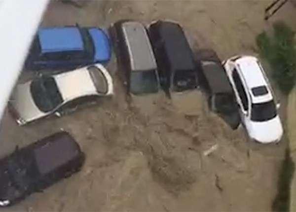 Сильные ливни образовали потоп на дорогах в Сочи, парализовав движение