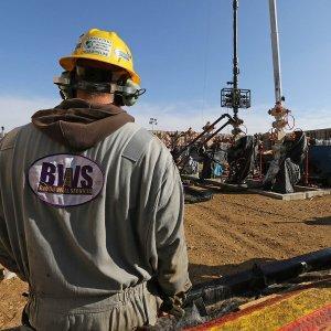 Саудовская Аравия усиливает большую нефтяную войну против США