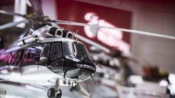 Модель многоцелевого вертолета Ми-171А2 на стенде компании Вертолеты России на международной авиационно-космической выставке Dubai Airshow-2015.