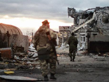 Наблюдатели ОБСЕ фиксируют непрекращающиеся взрывы и стрельбу в Донбассе