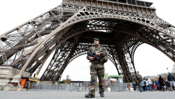 Бомбы были изготовлены во Франции. Власти закрыли Эйфелеву башню