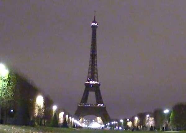 В Париже туристы заявляют, что их трагедия французов не касается