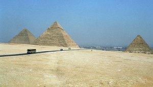 Пирамиды Гизы осветят в цвета России и Франции в память о жертвах