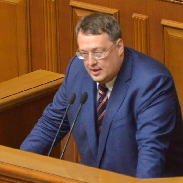 Украинский клоун Геращенко видит российский след в парижских терактах