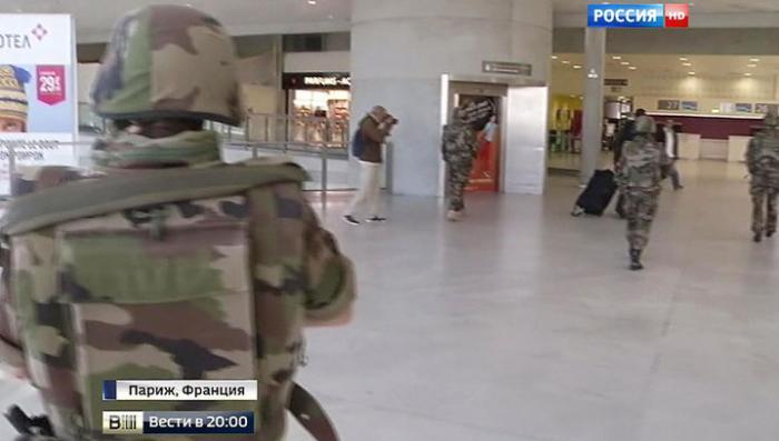 Париж скорбит, а Олланд предупреждает о новой угрозе