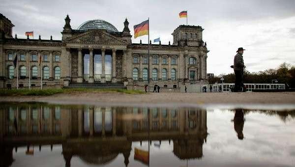 Здание Рейхстаг в котором находится парламент Бундестаг Германии.
