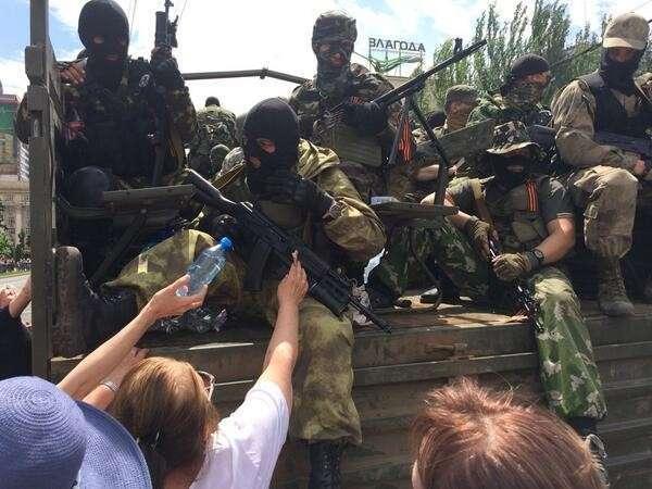 В Донецке проходит митинг против выборов Президента