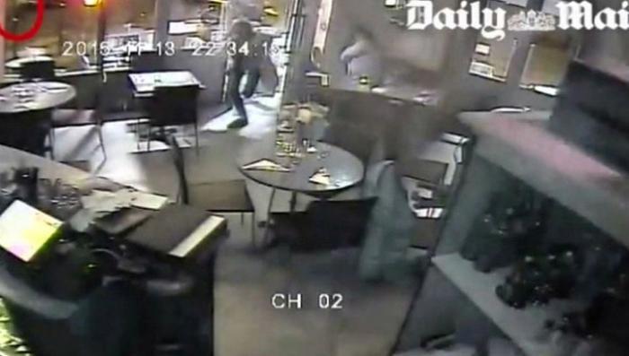 Теракты в Париже: новые кадры с камеры видеонаблюдения