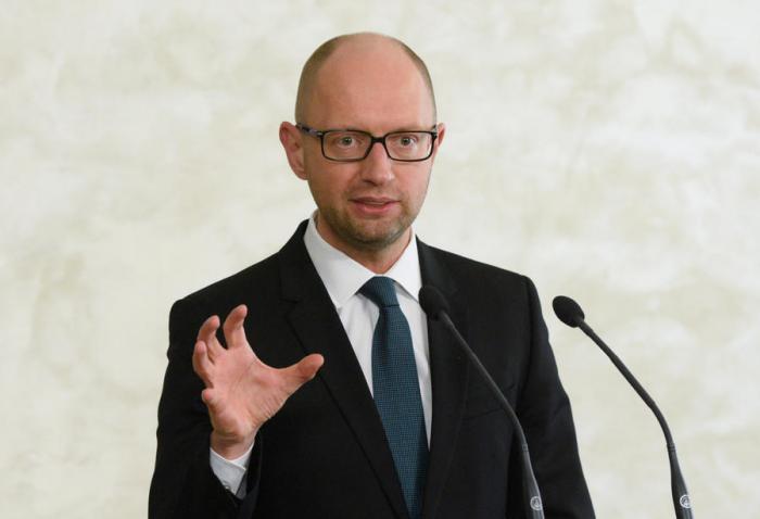 Самозванец Яценюк (Сеня-дурачок) хочет кинуть Россию на 3 млрд
