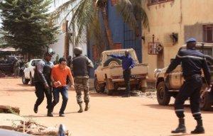 Англоязычные террористы напали на отель в Мали