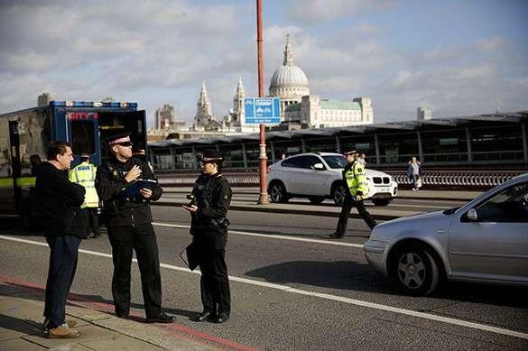 Над центром Лондона кружат вертолёты, с улиц эвакуируют людей
