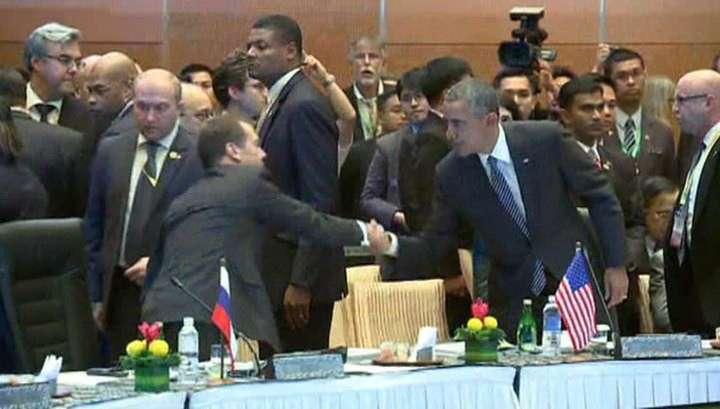 На саммите в Малайзии Медведев и Обама пожали руки