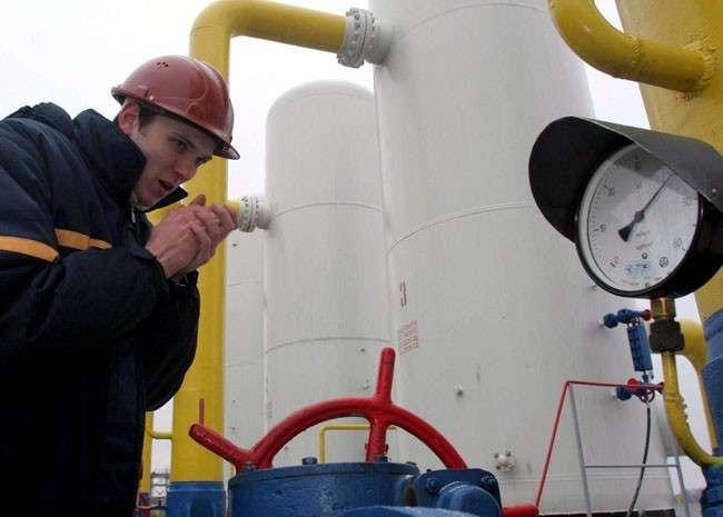 Еврокомиссар потребовал от Киева расплатиться с Россией за газ