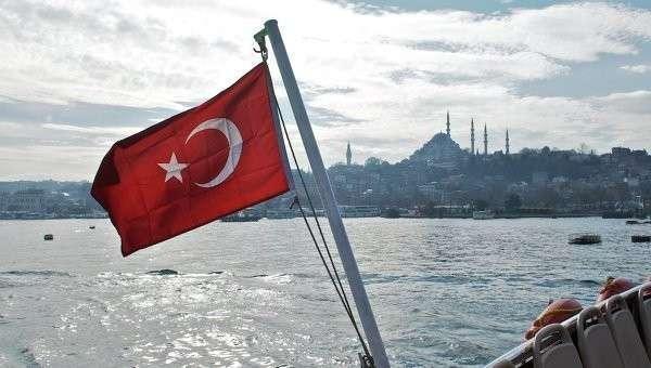 Флаг Турции и вид на Стамбул. Архивное фото