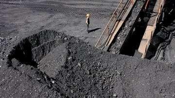 Участок сухого обогащения и переработки угля на шахте. Архивное фото