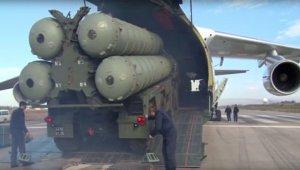 Минобороны опубликовало видео с ЗРК С-400 и крейсером «Москва», прибывшими в Сирию