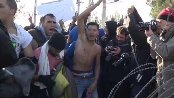 Македонская полиция применила светошумовые гранаты против мигрантов