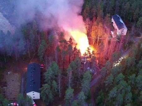 Лагерь для беженцев сожгли в Финляндии: кадры с воздуха