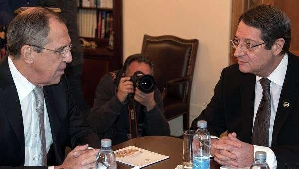 Министр иностранных дел Сергей Лавров и президент Республики Кипр Никос Анастасиадис во время встречи в Никосии, Кипр