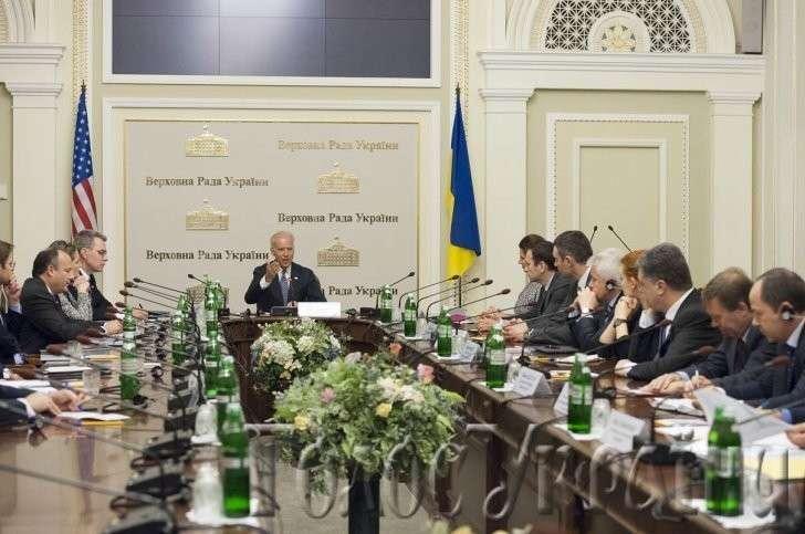 Приказчик Байден инспектирует американо-украинский дурдом