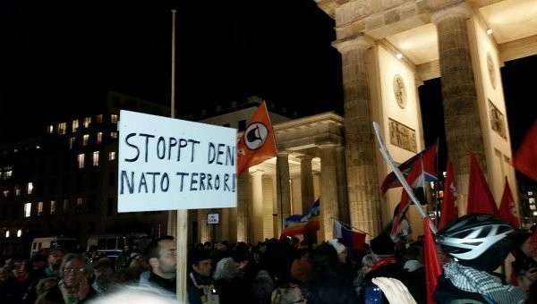 Антивоенный митинг в Берлине против участия бундесвера в военной операции в Сирии
