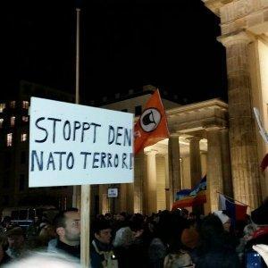 В Берлине начался митинг против участия бундесвера в войне в Сирии