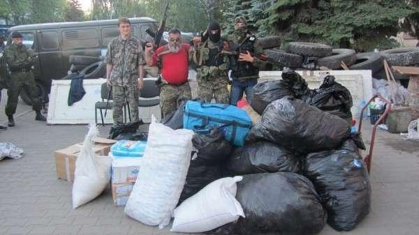 В Славянск доставлены медикаменты, продукты и одежда
