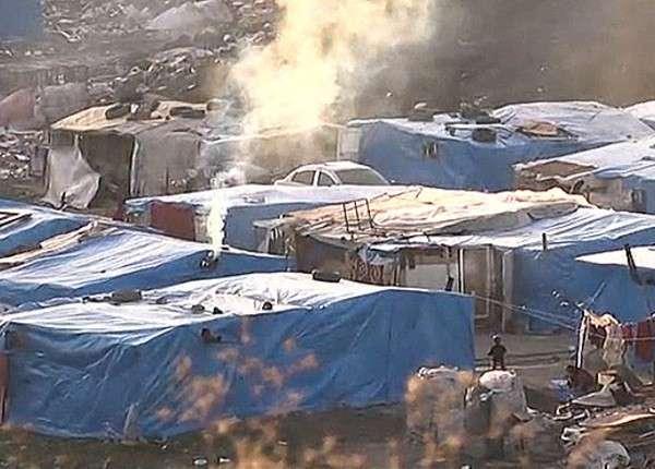 В Турции беженцы ищут еду на помойках, не получая помощи властей